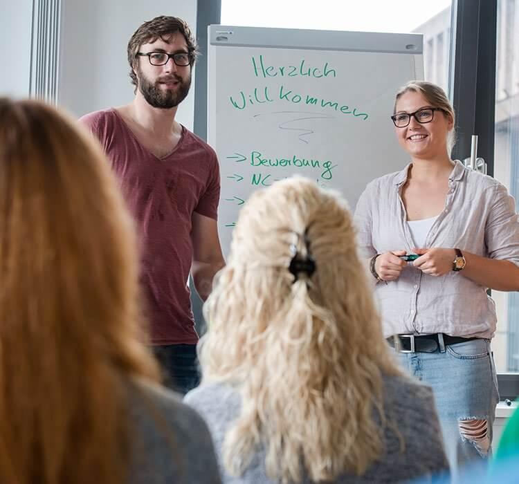 Eine Gruppe Student/-innen