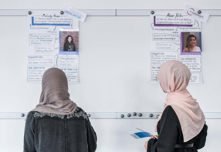 Was gehört in eine Bewerbung? Zwei Studenten diskutieren über ihr Profil